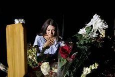 Sarwendah Tan Menangis di Makam Julia Perez