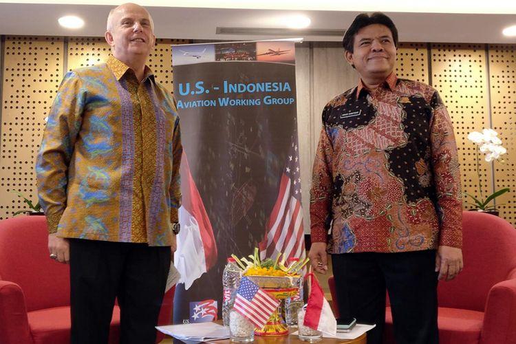 (Kanan-kiri): Dubes RI untuk Indonesia Joseph R. Donovan dan Dirjen Perhubungan Udara Kemenhub Agus Santoso di acara US-Indonesia Aviation Working Group di Denpasar, Bali, Selasa (19/9/2017)