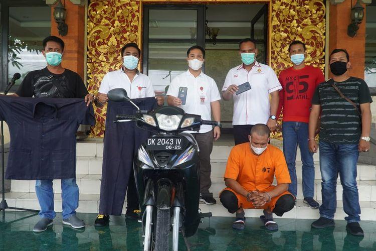 Pelaku perampasan ponsel dengan mengaku sebagai anggota polisi diamankan di Mapolresta Denpasar