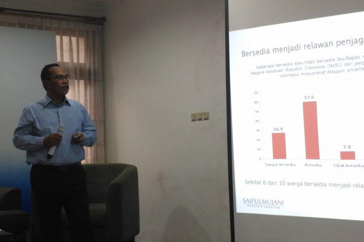Saiful Mujani saat merilis hasil surveinya di Kantor SMRC, Jakarta, Minggu (4/6/2014).
