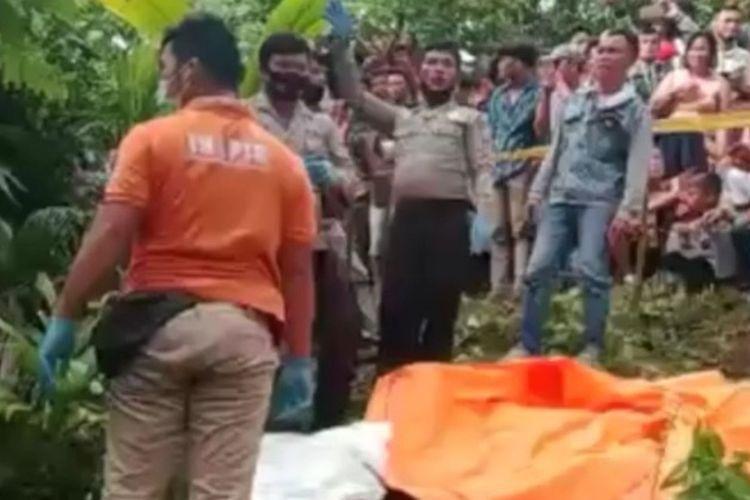 Penemuan jenazah seorang anak perempuan dalam karung plastik di perbukitan Dusun II, Desa Bawaziono, Kecamatan Lahusa, Kabupaten Nias Selatan, Sumatera Utara, Selasa (9/2/2021).