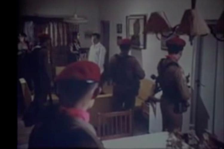 Salah satu adegan Film G30S/PKI ketika pasukan Tjakrabirawa menjemput sejumlah jenderal TNI Angkatan Darat.