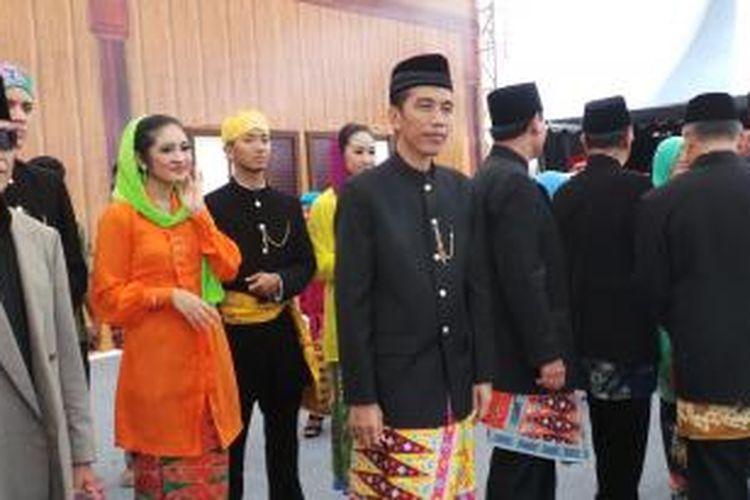 Gubernur DKI Jakarta Joko Widodo saat menghadiri lebaran betawi, di Silang Monas, Jakarta (1/9/2013).