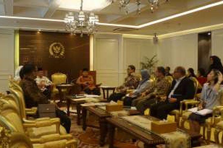 Pimpinan Komisi Yudisial menyerahkan nama-nama calon hakim agung dan calon hakim Tipikor di Mahkamah Agung kepada pimpinan DPR RI, Kamis (30/6/2016)