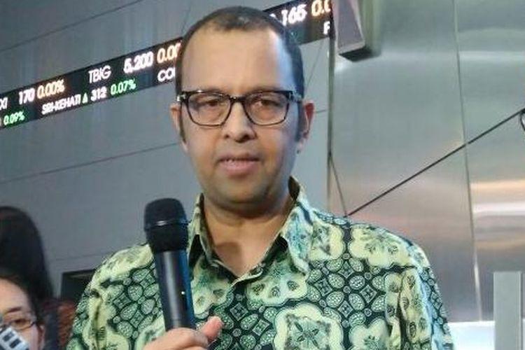 Presiden Direktur PT Unilever Indonesia (UNVR) Hemant Bakshi (batik hijau) saat peringatan 35th UNVR melantai di Bursa Efek Indonesia, Jakarta, Rabu (11/1/2017)
