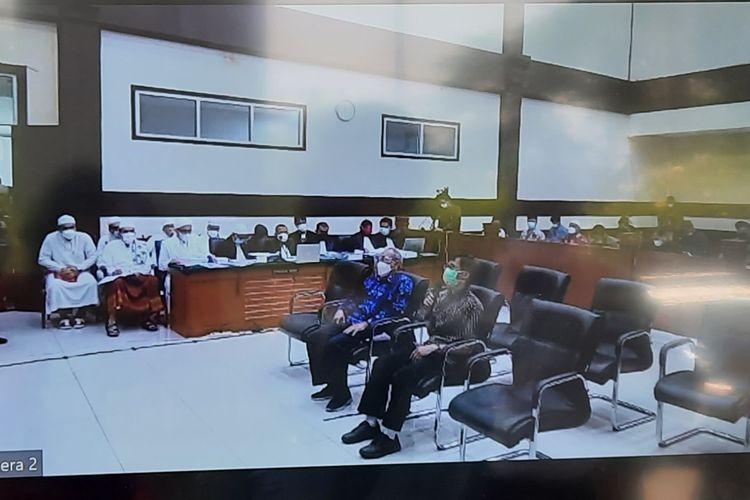 Pengadilan Negeri (PN) Jakarta Timur melanjutkan sidang kasus kerumunan di Petamburan, Jakarta Pusat; dan Megamendung, Kabupaten Bogor; dengan terdakwaRizieq Shihabpada hari ini, Kamis (29/4/2021). Agenda sidang adalah pemeriksaan para saksi ahli dari jaksa penuntut umum (JPU).