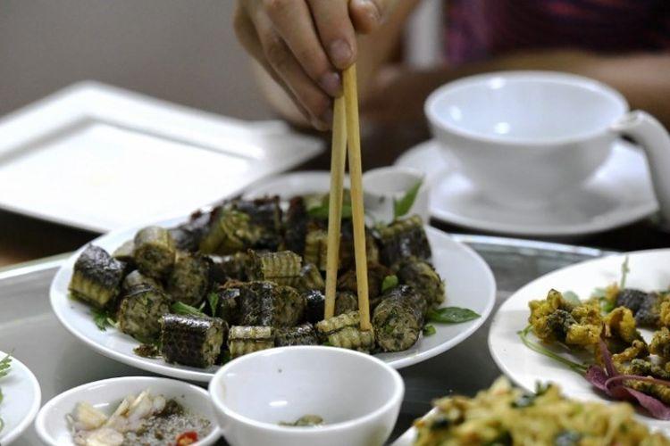 Olahan daging ular di sebuah restoran di Yen Bai, Vietnam. (AFP/Nhac Nguyen)