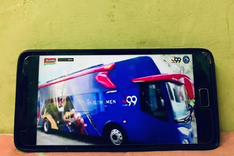 Bus Arema FC yang dilaunching secara virtual tepat di hari ulang tahun tim yang ke 34.