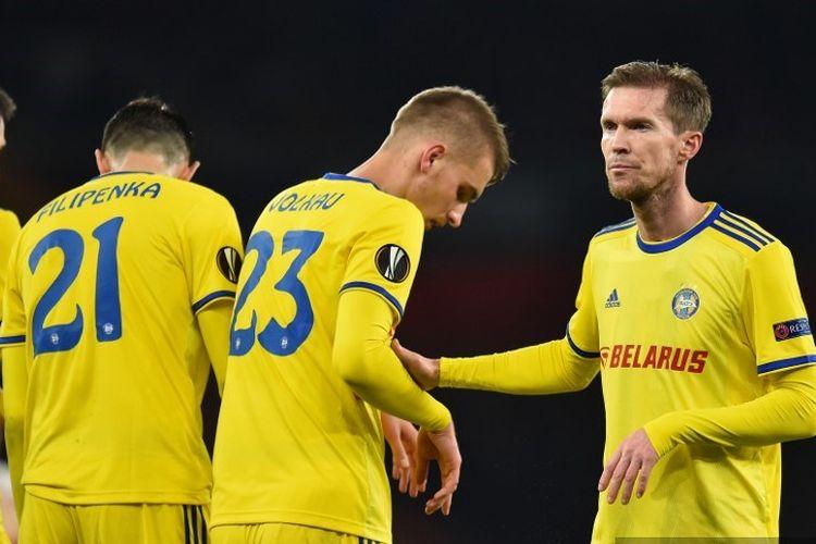 Alexander Hleb dan para pemain klub Liga Belarusia, BATE Borisov, bersiap saat menghadapi laga Liga Europa kontra Arsenal di Stadion Emirates, London, pada 21 Februari 2019.