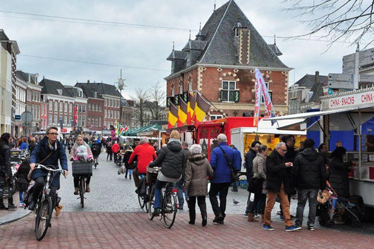 Suasana kota tua Leeuwarden, di Belanda.