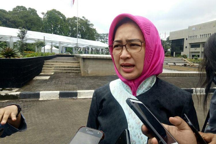 Wali Kota Tangerang Selatan Airin Rachmi Diany mengatakan, pihaknya terus berupaya dalam melakukan pencegahan banjir yang kerap terjadi di wilayah Bukit Pamulang Indah (BPI), Tangsel. Hal tersebut dikatakan pada saat berada di kawasan Puspitek, Setu, Tangerang Selatan, Kamis (30/1/2020)
