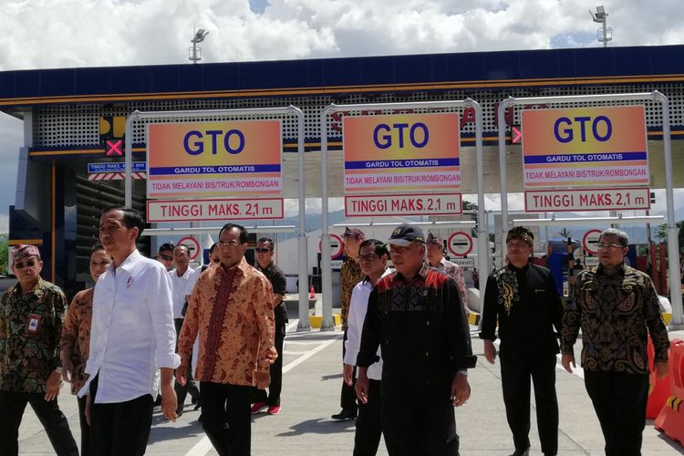 Presiden RI Joko Widodo meresmikan Jalan Tol Soroja (Soreang- Pasirkoja), Senin (4/12/2017) di Gerbang Tol Soreang, Kabupaten Bandung, Jawa Barat.
