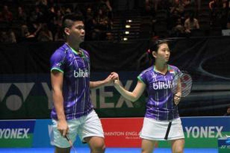 Pasangan ganda campuran, Praveen Jordan/Debby Susanto, bereaksi setelah meraih kemenangan atas pasangan Tiongkok, Xu Chen/Ma Jin, pada babak pertama All England di Barclaycard Arena, Birmingham, Rabu (4/3/2015). Praveen/Debby menang 21-15, 21-14.