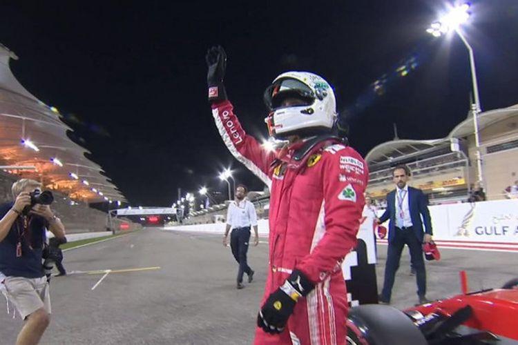Pebalap Ferrari, Sebastian Vettel, mencetak waktu lap tercepat pada sesi kualifikasi GP Bahrain di Sirkuit Sakhir, Bahrain, Sabtu (7/4/2018).