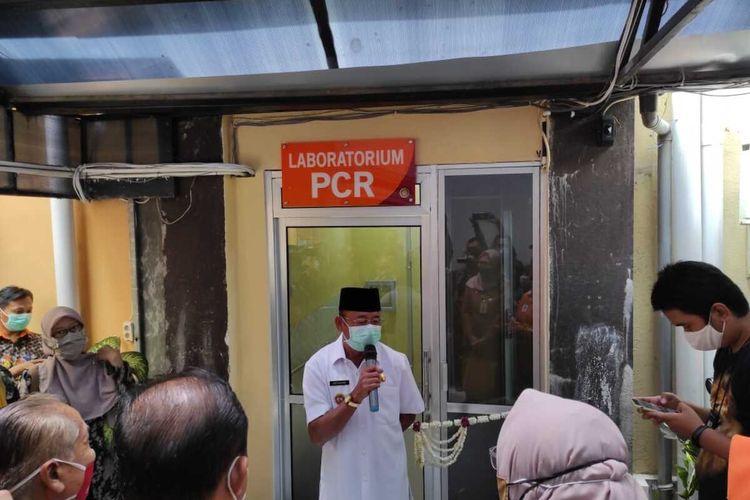 RESMIKAN—Pelaksana Tugas Bupati Ponorogo, Soedjarno meresmikan pelayanan Real Time - Polymerase Chain Reaction (RT-PCR) bantuan Pondok Modern Darussalam Gontor (PMDG) dan Komunitas Masyarakat Santri (Komas), Selasa (20/10/2020)