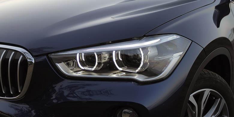 Headlamp dengan Bi LED jadi penerangan utama All New BMW X1