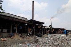 Pabrik Tahu Gunakan Bahan Bakar Plastik Impor, Warga Sesak Napas hingga Pakai Masker Tiap Hari