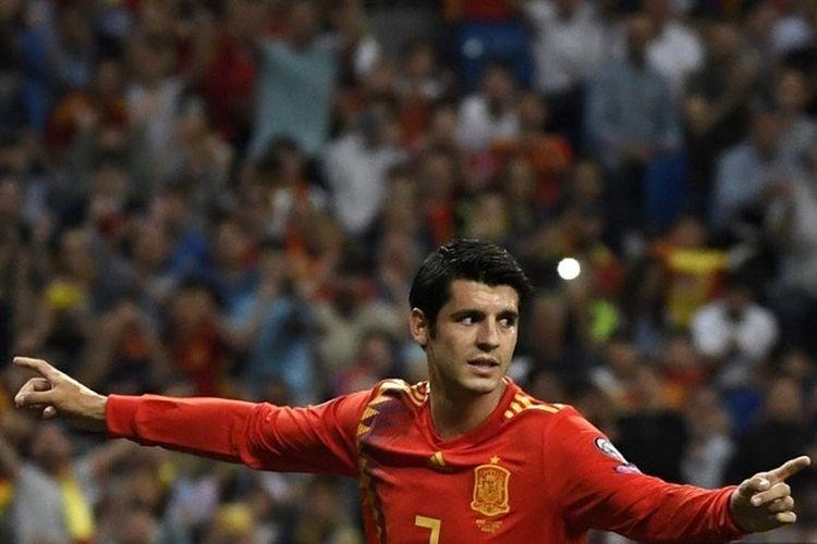 Striker Spanyol Alvaro Morata berselebrasi setelah mencetak gol via penalti dalam pertandingan Kualifikasi Euro 2020 antara Spanyol vs Swedia di Stadion Santiago Bernabeu di Madrid pada 10 Juni 2019.