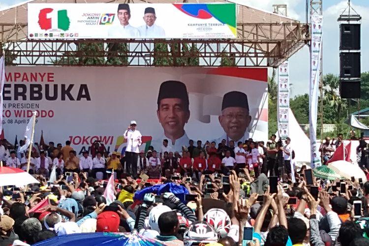 Capres nomor urut 01 Jokowi saat kampanye di Kota Kupang, Senin (8/4/2019)