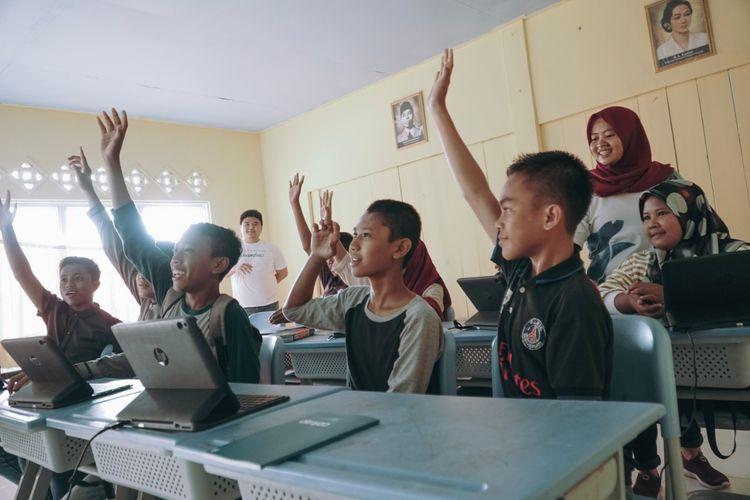 Cakap berkolaborasi dengan Bawah Anambas Foundation (BAF) dalam upaya meningkatkan kualitas pendidikan bahasa Inggris bagi siswa sekolah menengah di Desa Kiabu Kabupaten Kepulauan Anambas.
