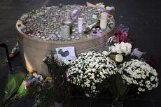 Pasca-serangan Teror, Warga Letakkan Bunga dan Lilin di Depan Gereja Notre-Dame