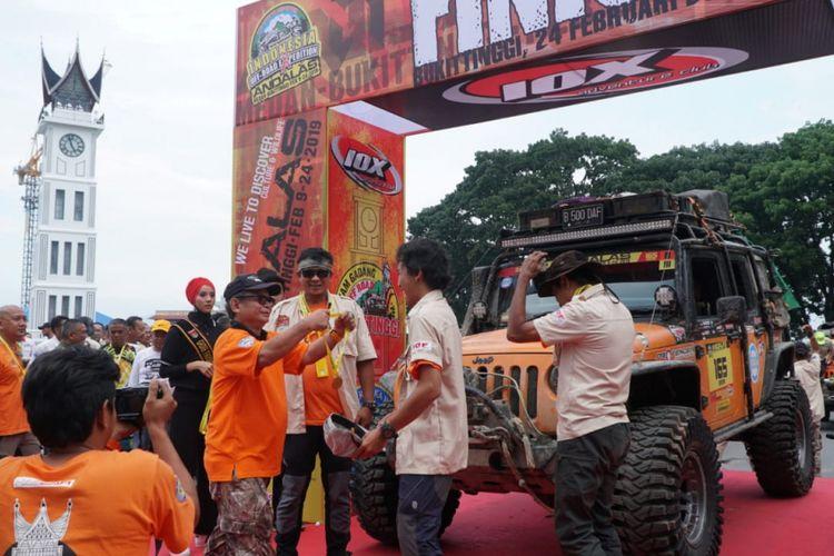 Para peserta IOX 2019 Andalas berhasil tiba di garis finis yang ada di Bukit Tinggi, Sumatra Barat.