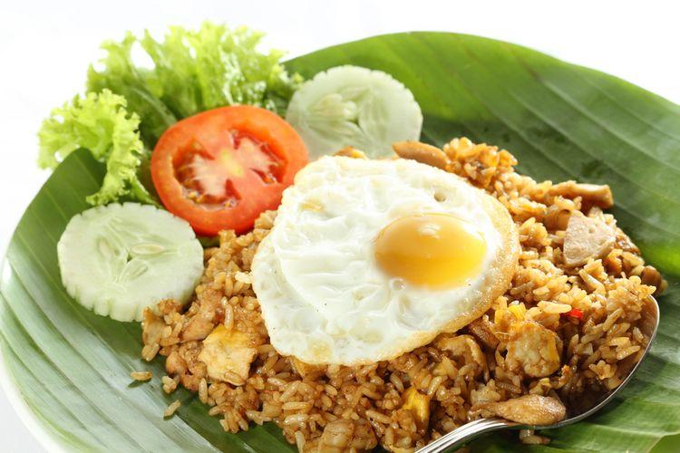 Ilustrasi nasi goreng telur ceplok.
