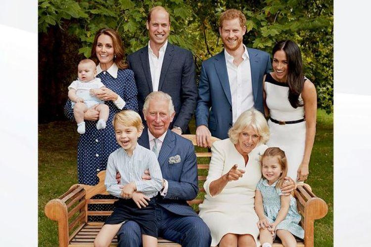 Potret Pangeran Charles bersama keluarganya, untuk hari ulang tahunnya ke-70 tahun. (The Royal Family/Chris Jack)