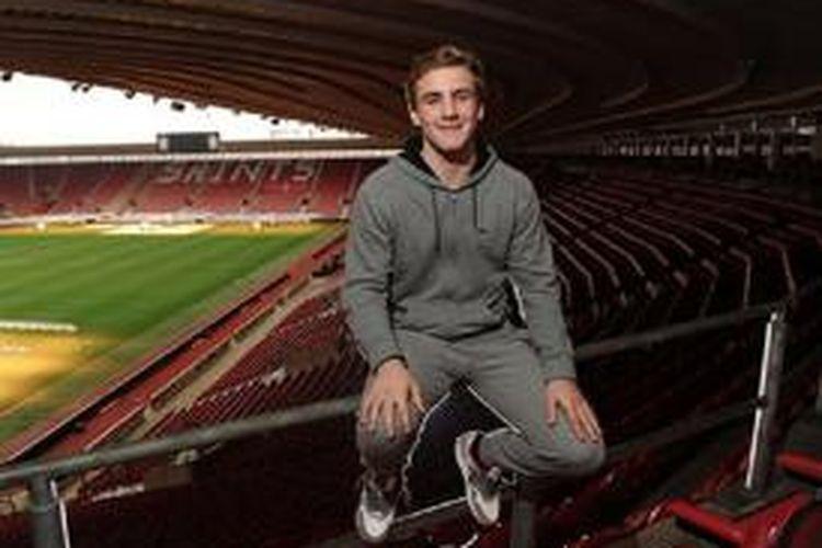 Bek kiri Southampton, Luke Shaw.