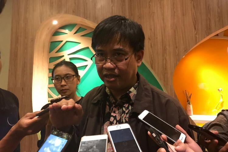 Direktur Pengaturan, Perizinan, dan Pengawasan Fintech OJK, Hendrikus Passagi di Bogor, Jumat (18/10/2018)