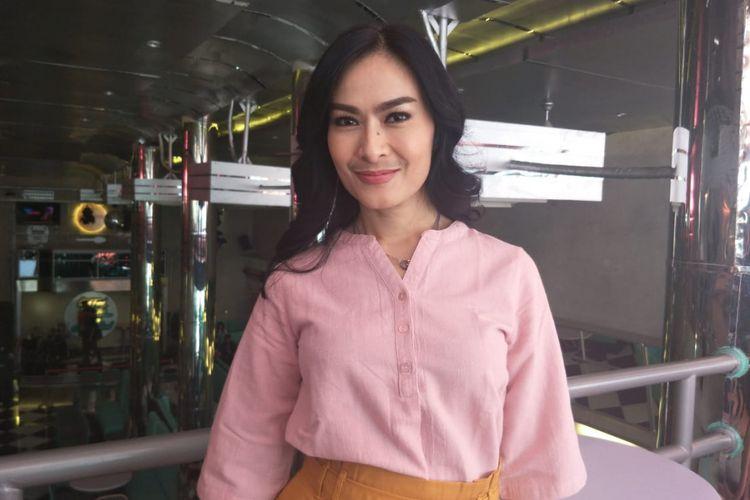 Iis Dahlia saat ditemui usai jumpa pers film Terlalu Tampan di kawasan Pluit, Penjaringan, Jakarta Utara, Kamis (25/10/2018).