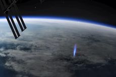 Keren, Petir Biru Terekam dari Stasiun Luar Angkasa Internasional