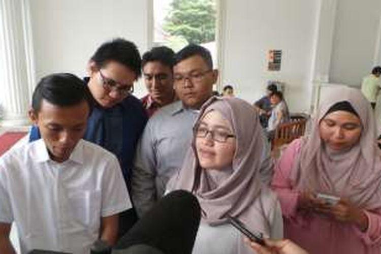 Komunitas Teman Ahok usai memenuhi undangan makan siang dari Gubernur DKI Jakarta Basuki Tjahaja Purnama di Balai Kota, Senin (25/1/2016).
