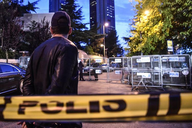 Wilayah di sekitar gedung konsulat Arab Saudi di Istanbul, Turki ditutup polisi untuk kepentingan penggeledahan terkait hilangnya jurnalis Jamal Khashoggi.