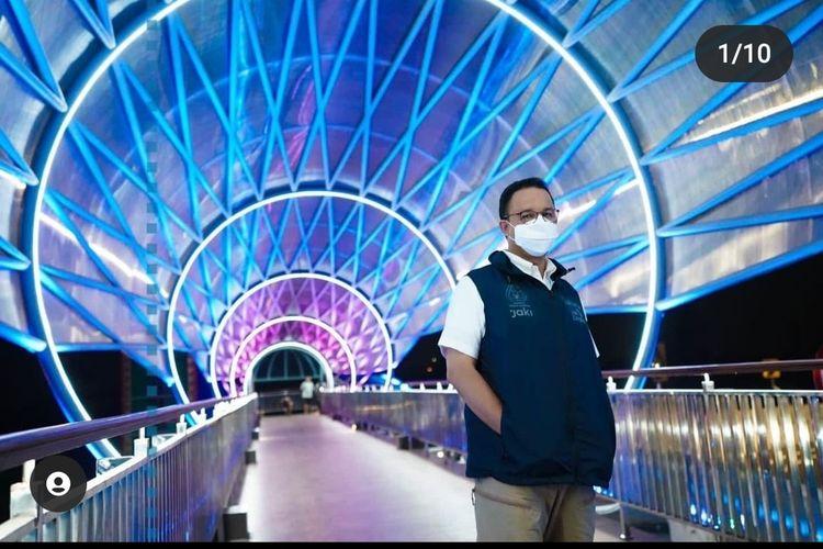 Gubernur DKI Anies Baswedan mengecek Jembatan Penyeberangan Orang (JPO) Lintas Atas Lenteng Agung.