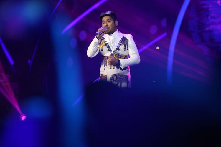 Ahmad Abdul tampil di panggung Result and Reunion Show Indonesian Idol 2018 yang digelar di Ecovention Taman Impian Jaya Ancol, Jakarta Utara, Senin (23/4/2018).