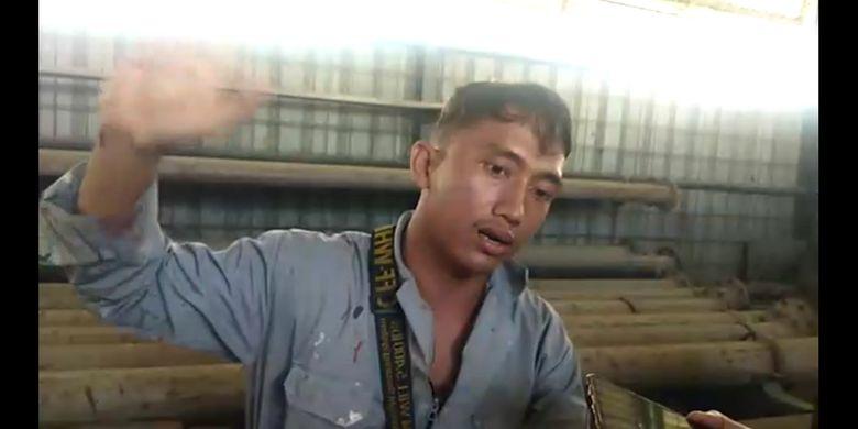 Khaidir, saksi mata yang melihat langsung terbakarnya kapal tanker MT Jag Leela di galangan kapal PT Waruna di Kelurahan Bagan Deli, Medan Belawan pada Senin (11/05/2020) pagi. Khaidir menyebut mengaku mendengar beberapa kali ledakan disertai suara desis seperti suara gas.
