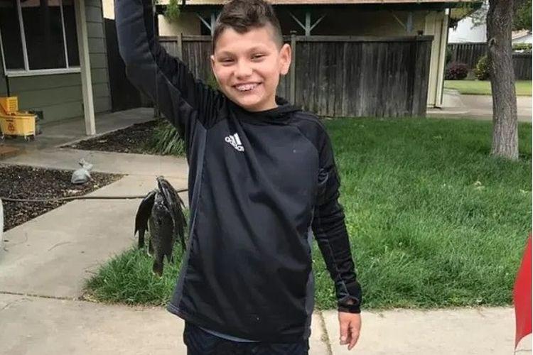 Adan Llanos (11 tahun) tewas bunuh diri dengan menembak diri sendiri saat kelas Zoom sekolahnya.