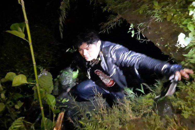 Pentolan geng motor dan komplotannya berhasil ditangkap saat sempat menyabetkan senjata tajam ke petugas Tim Maung Galunggung Polresta Tasikmalaya saat berpatroli pada Senin (22/2/2021) dini hari.