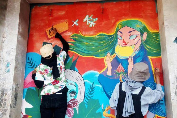 Generasi muda di Cianjur, Jawa Barat, mengampanyekan bahaya Covid-19 lewat karya street art mural di kawasan pertokoan.
