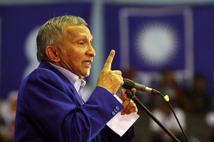 Amien Rais saat menjabat Ketua Majelis Pertimbangan Partai Dewan Pimpinan Pusat Partai Amanat Nasional.