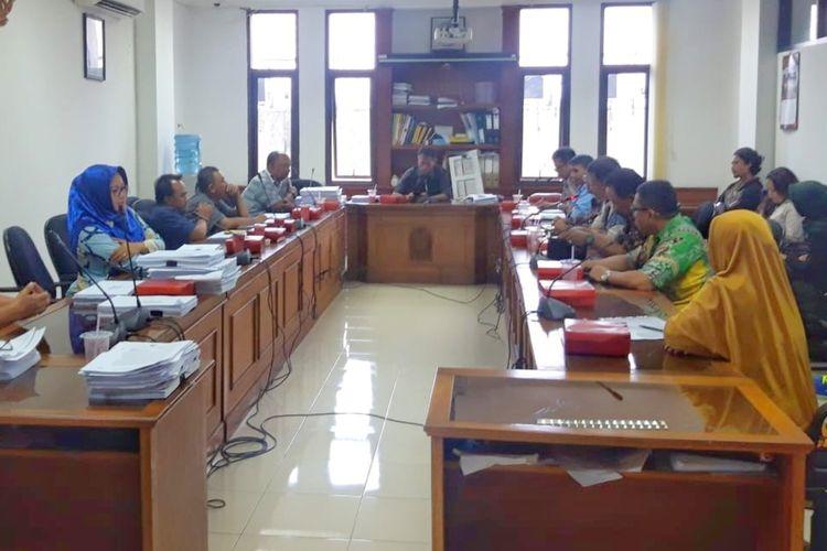 Komisi D DPRD Kota Yogyakarta saat meminta penjelasan dari Dispora dan Kwarcab terkait peristiwa saat praktik Kursus Mahir Lanjutan (KML) pembina Pramuka.