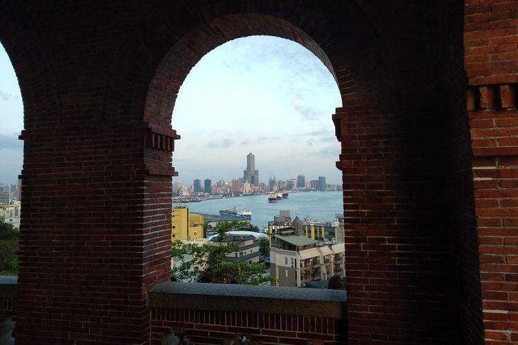 Pemandangan Kota Kaohsiung, Taiwan, dari atau bekas Konsulat Jenderal Inggris