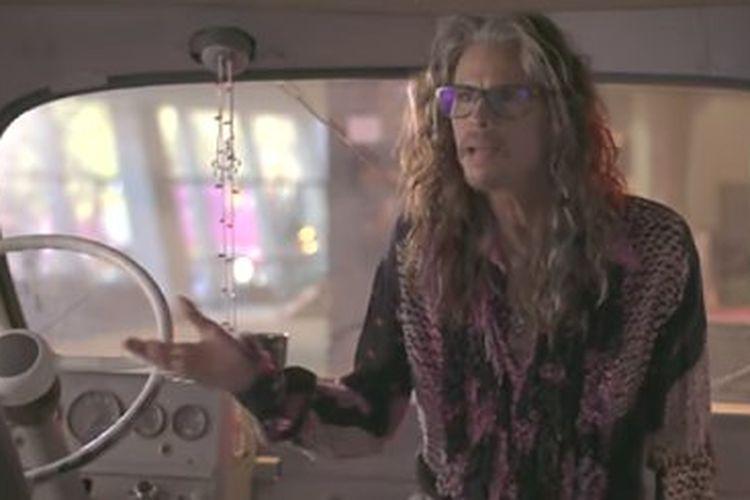 Vokalis Aerosmith Steven Tyler berbagi cerita dari mobil van dalam dokumenter What Drive Us.