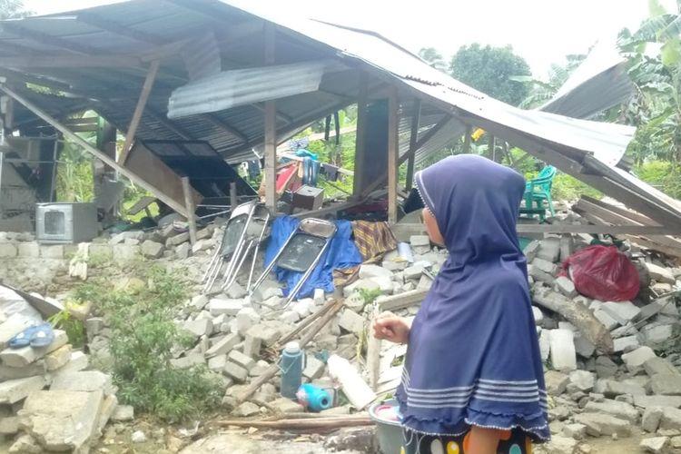 Kondisi pengungsi di dusun Ujung Batu, Desa Waai, Kecamatan Salahutu, Kabupaten Maluku Tengah sangat memprihatinkan. Hingga Selasa (1/10/2019) belum ada fasiltas MCK maupun air bersih yang ada di dusun tersebut