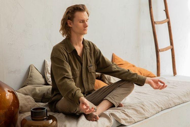 Meditasi membantu tubuh lebih rileks dan lebih cepat tidur.