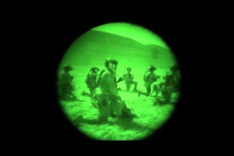 Kamera malam tampilkan pasukan khusus AS bersiap menggelar operasi terhadap markas ISIS di provinsi Jowzjan, Afghanistan.