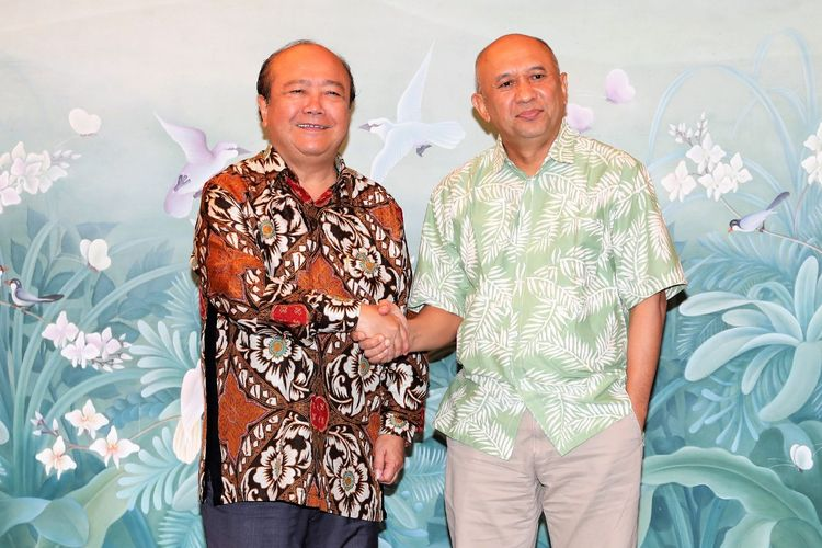 Kemenkop UKM Teten Masduki bersama Ketua Askopindo Sahala Panggabean di Jakarta, Jumat (21/2/2020).