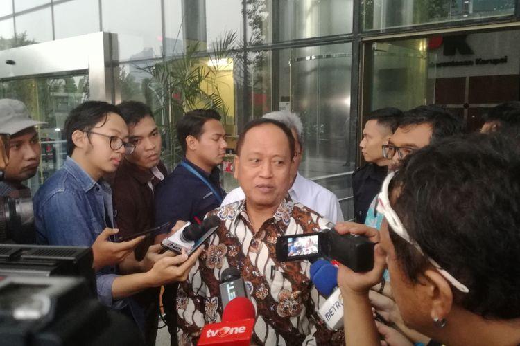 Menteri Riset, Teknologi, dan Pendidikan Tinggi M Nasir mendatangi Gedung Merah Putih Komisi Pemberantasan Korupsi (KPK), Jakarta, Kamis (29/11/2018).