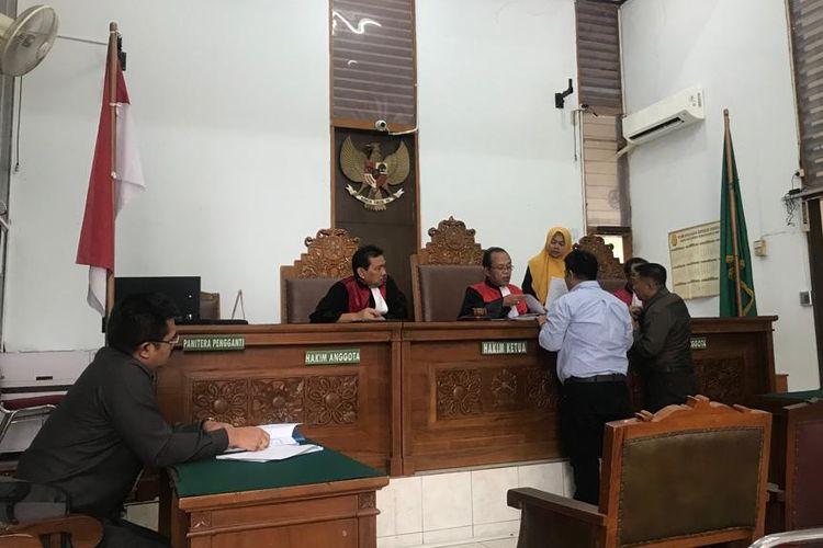 Sidang gugatan perdata mantan calon anggota legislatif Partai Gerindra pada Pemilu 2019 terhadap sembilan caleg Gerindra di Pengadilan Negeri Jakarta Selatan kembali ditunda pada Kamis (24/10/2019).